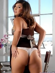 Adorable transsexual Khloe Hart stripping