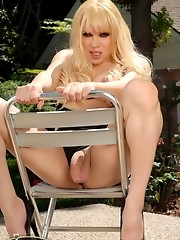 Tempting transsexual Jesse posing as the boss