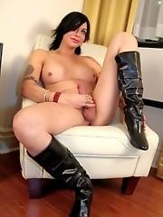 Brunette sweetie Alyssa posing in sexy boots
