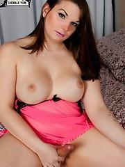 Curvy brunette tranny