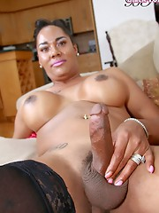 Hot ebony babe masturbates