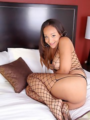 Amazing Sunshyne toying her tight ass