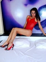 Irresistible TS Yasmin Rios stripping on the bed