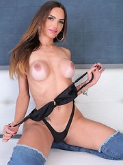It's that time again. Today we have the beautiful Jennifer Satine showing off her sexy ass self. That outfit she has on is on point. Check out th